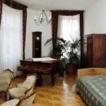 Zimmer mit Piano