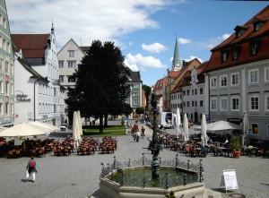 Rathausplatz mit Brunnen