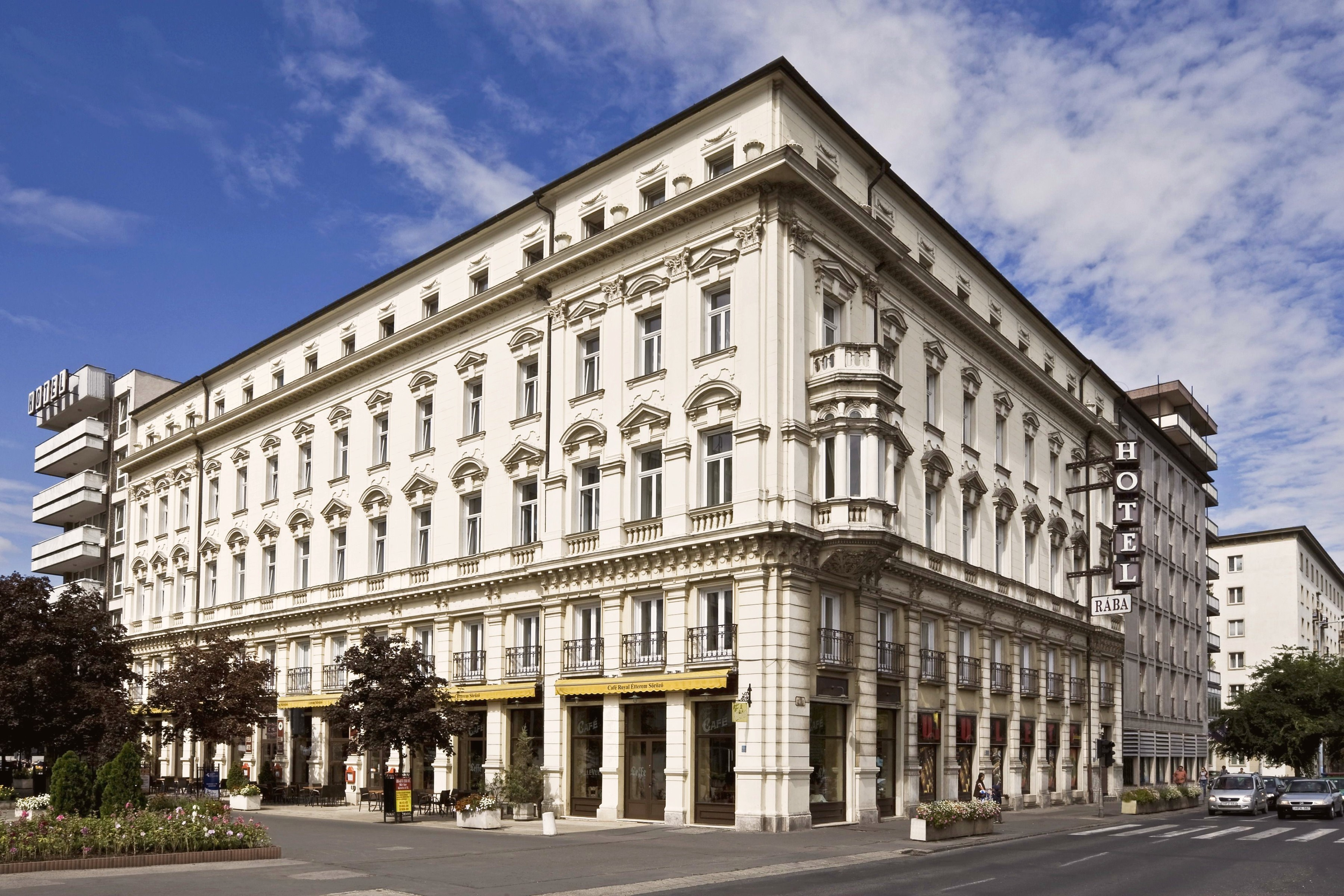 Gy r hotelreservierung ungarn unterkunft in raab for Baroque hotel