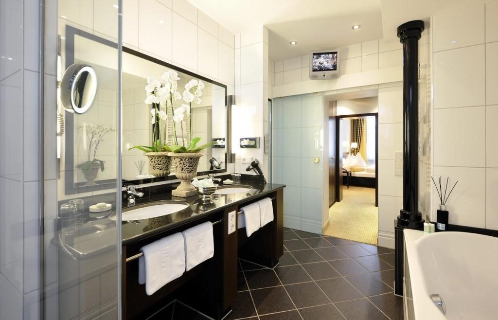 kastens hotel luisenhof superior badezimmer unterkunft reisetipps hotelreservierung und. Black Bedroom Furniture Sets. Home Design Ideas