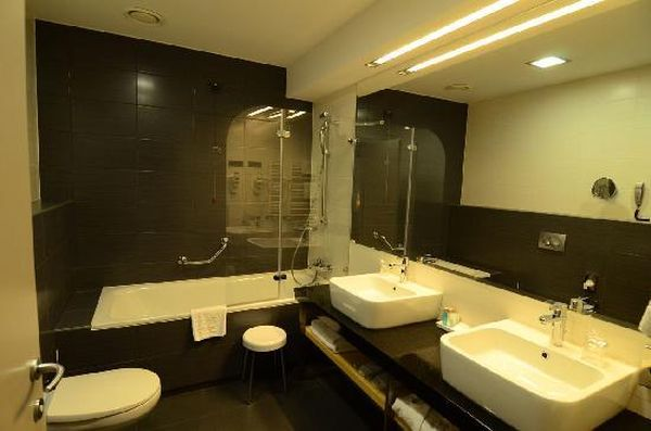 Split villas oder all inclusive urlaub hotels bewertungen for Hotel badezimmer design