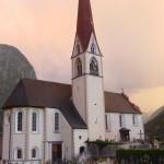 Oetz Kirche und Friedhof Juli 2013