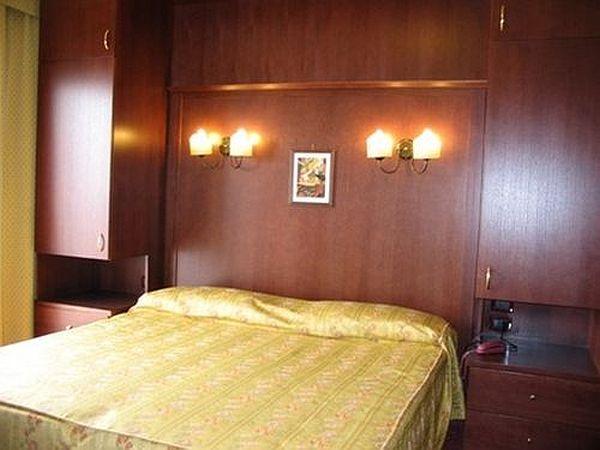 m ggia hotelreservierung unterk nfte online. Black Bedroom Furniture Sets. Home Design Ideas