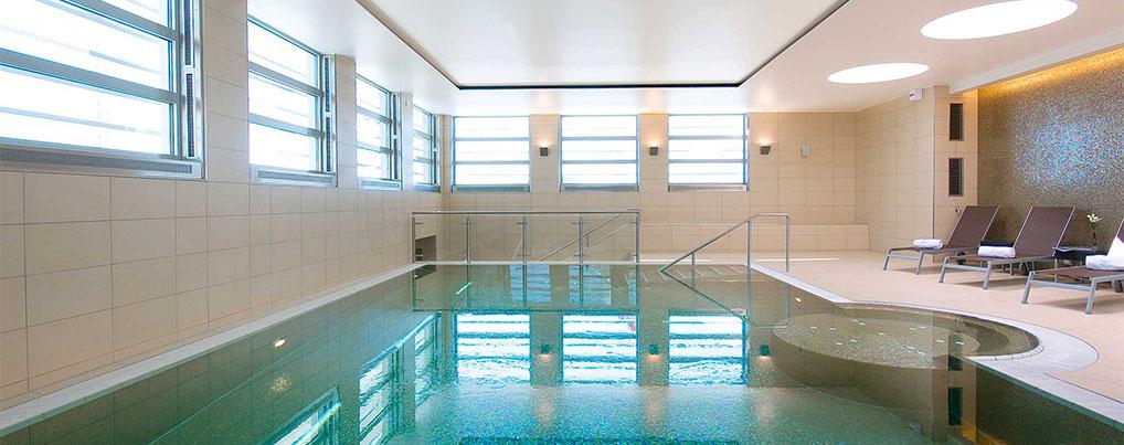 Eurostars Book Hotel Schwimmbad Unterkunft Reisetipps
