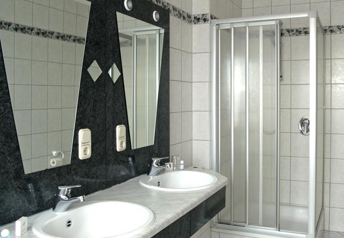 Badezimmer hotel for Hotel badezimmer design