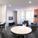 Meriton Serviced Apartments Campbell Street - Wohnzimmer